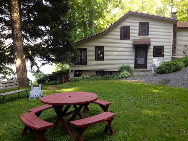 Peaceful  Cottage on Owasco Lake - Moravia - House