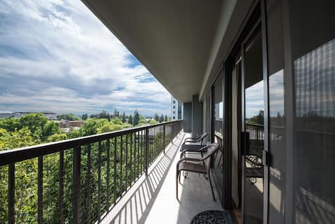 Large furnished 2 bedroom/2 bath condo w/parking
