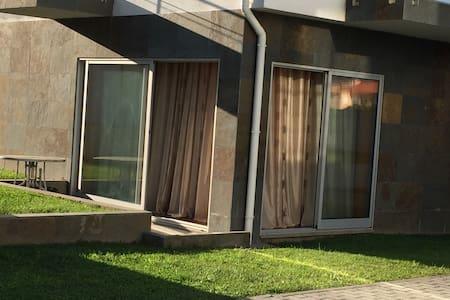 Apartamento T2 confortável- condomínio com piscina