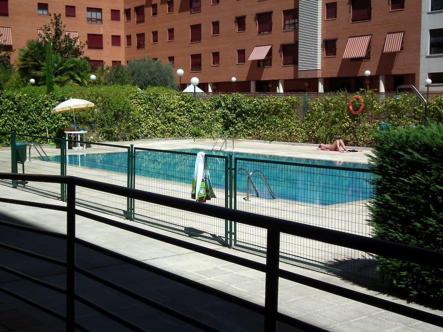 Piscina / Swimming pool (june15th/september15th)
