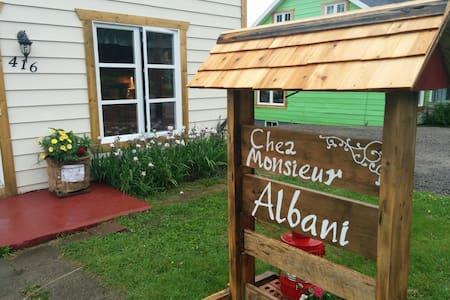 Chez Monsieur Albani (La Éliott) - Grandes-Bergeronnes - Casa
