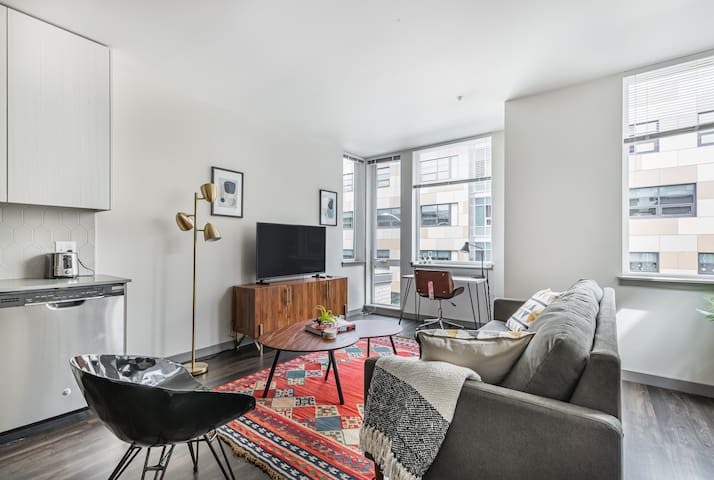 Modern 1BR in South Lake Union, Gym + Roof Garden