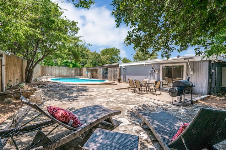 Beautiful 4 Bed Home with Pool Near Dickies Arena
