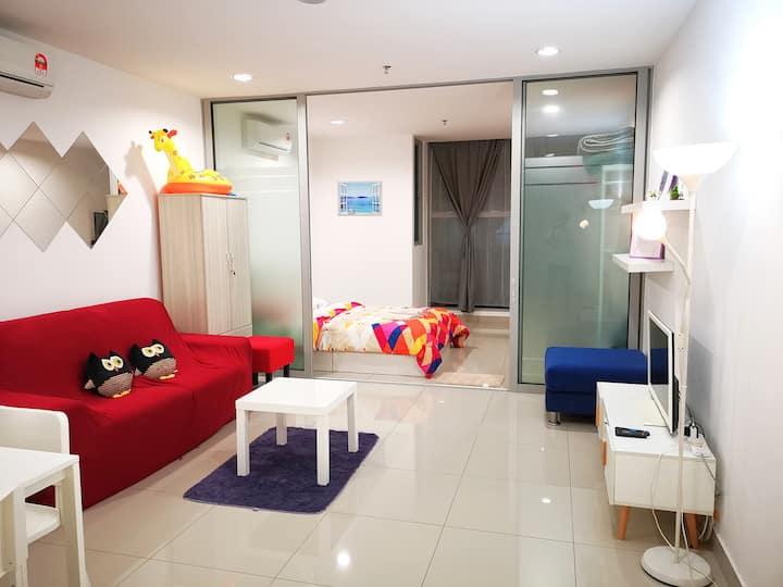 HOME feel Studio. Clean and warm! Seri Kembangan