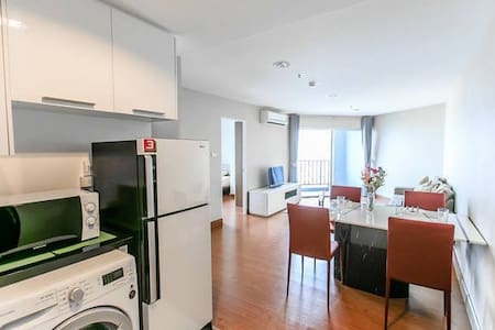 LARGEST 2 BR / TOP FLOOR / MRT /POOL / WIFI / - Bangkok - Apartemen