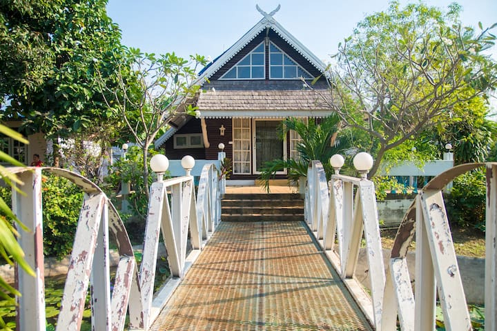 4 Acre space and garden, 1 BR Private wooden house