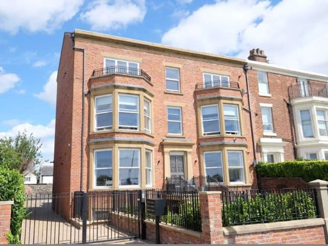 Luxurious 2 bed apartment in the heart of Lytham