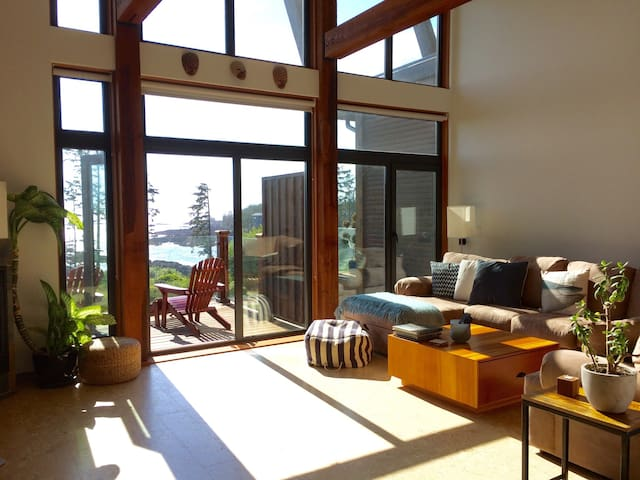 West Coast Paradise w/ Hot Tub - Ucluelet - Rekkehus