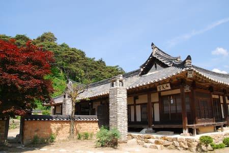Seongam noble House ; small sarang - Chunyang-myeon, Bonghwa-gun - Bed & Breakfast