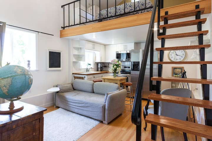 Cozy Loft in the heart of Vancouver - แวนคูเวอร์