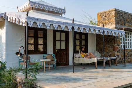 Luxury Swiss Tent *5 minutes from Sariska Reserve