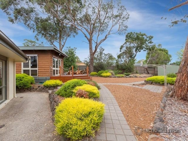 Self-contained Cozy Bungalow + Pool - Mt Eliza