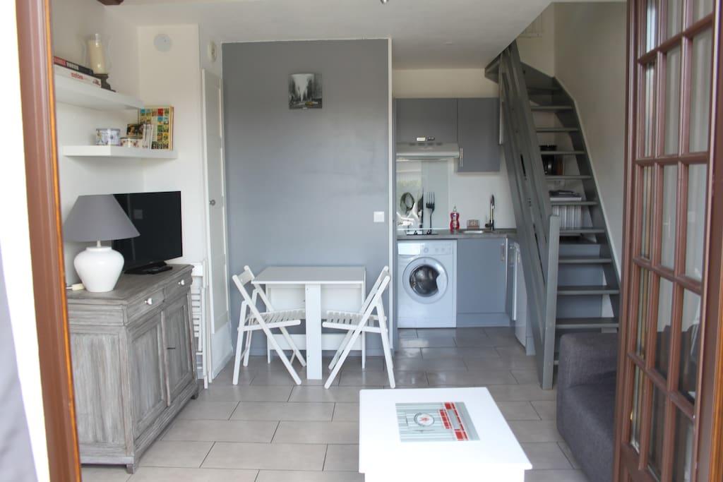 Un appartement lumineux, très bien équipé, refait avec goût en juin 2015.