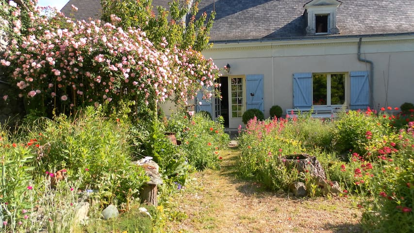 Loire Valley Farmhouse+UniqueGarden - Saint-Rémy-la-Varenne - Huis