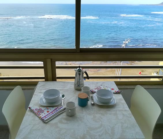 Beachfront Apartment Las Canteras beach. Sea Views