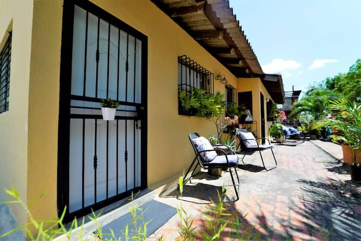 Private studio w/kitchen and bath in Santo Domingo