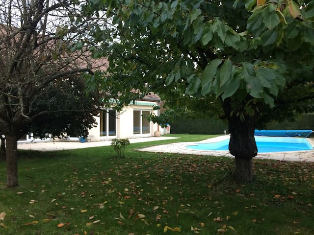 big house and big swimming pool - Chalon-sur-Saône - Ház