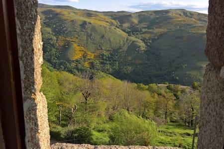 """Entre Cévennes et Mt Lozère gîte """" Lou Chasaou """""""