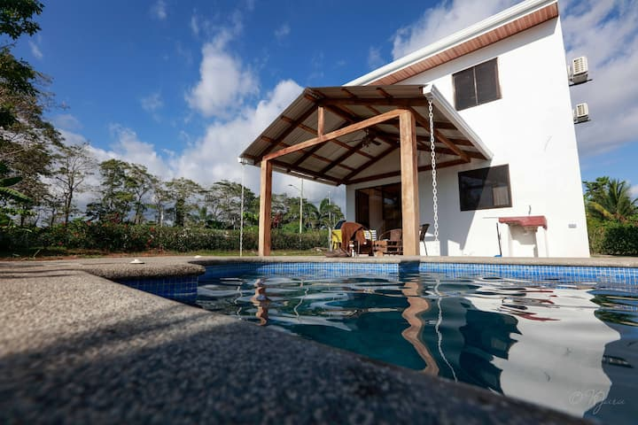 2 Comfortable New Villas Near Pacific, Private Pool with Waterfall!