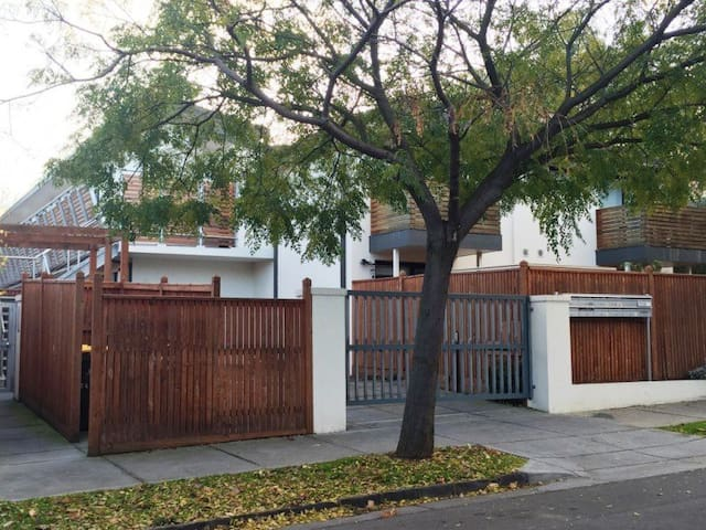 Cosy Alphington Home in Peaceful Street