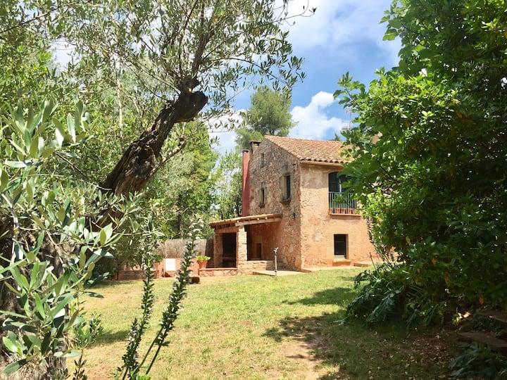 Casa típica de piedra junto a BCN