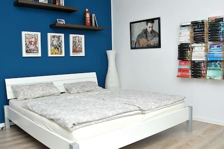 King size bed in quiet room - Hus