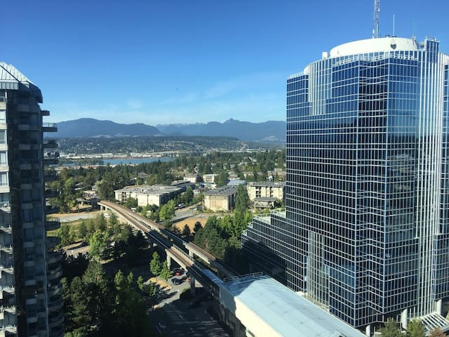 View, clean entire 2br apartment by skytrain