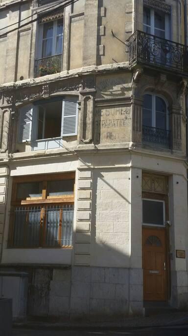 appartement en L situé au 1er étage...