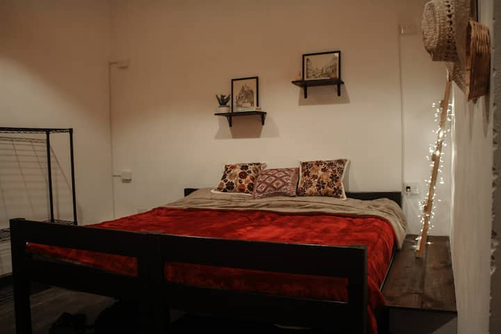 Lovely private room with bathroom. Historic center