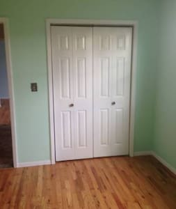 Clean bedroom available! - Syracuse