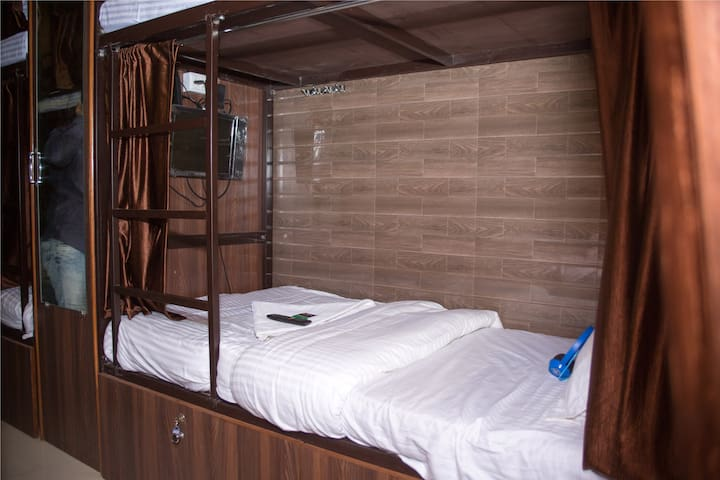 Dorm in the Heart of Mumbai, 1.2km from airport