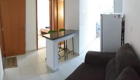 sofá e mesa/bancada c/ 3 cadeiras