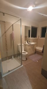 PRIVATE ROOM IN PASCOE VALE