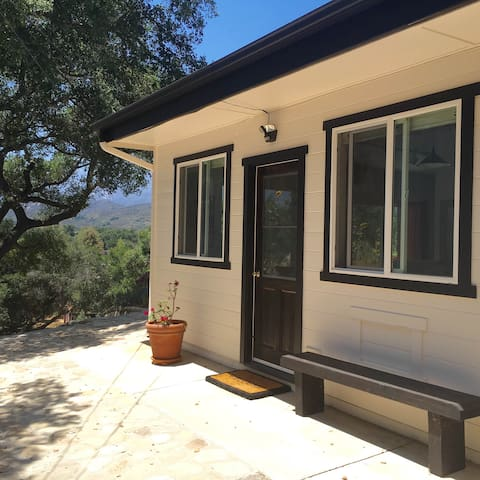 Contemporary Artist Cottage with Majestic View - Ojai - Bungalow