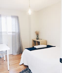 Clean and bright room in home - St. Catharines - Hus