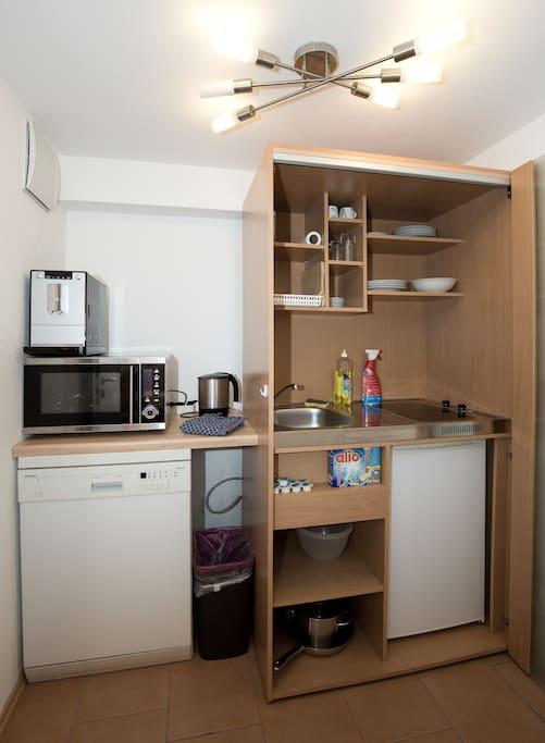 moderne ferienwohnung souterrain departamentos en alquiler en allensbach baden w rttemberg. Black Bedroom Furniture Sets. Home Design Ideas