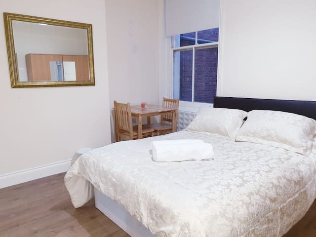 PERFECT STUDIO SINGLE OR COUPLE IN FINCHLEY ROAD