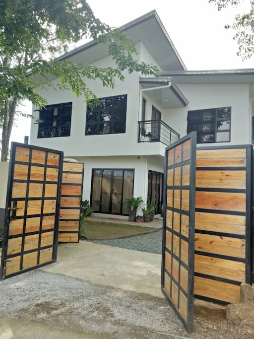 Wooden gate for complete privacy