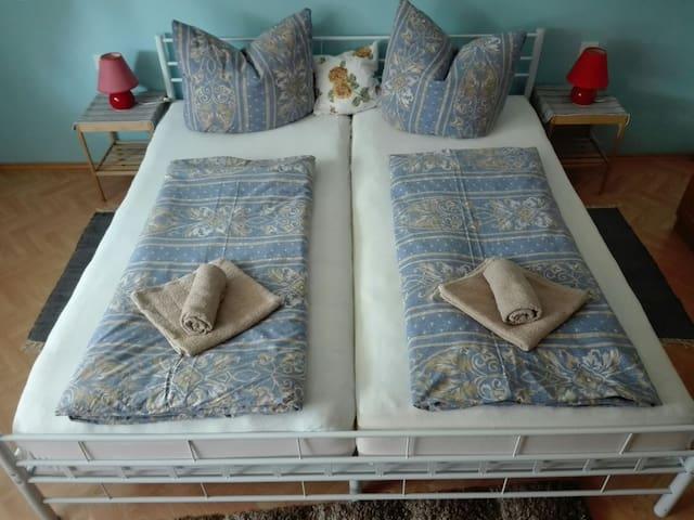 Schlafzimmer Bett 180+200