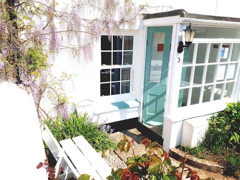 Cosy Lantern Cottage  Hidden gem/fab pub/sea/Uni