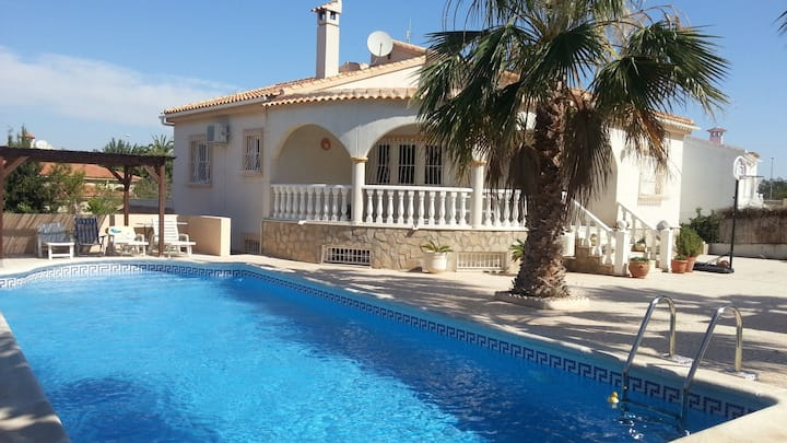 Dream Villa with large pool in Alicante