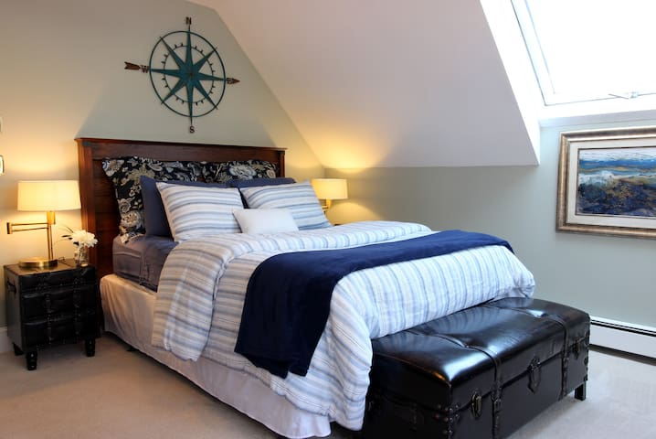 The Captain's Quarters - Private Master Suite