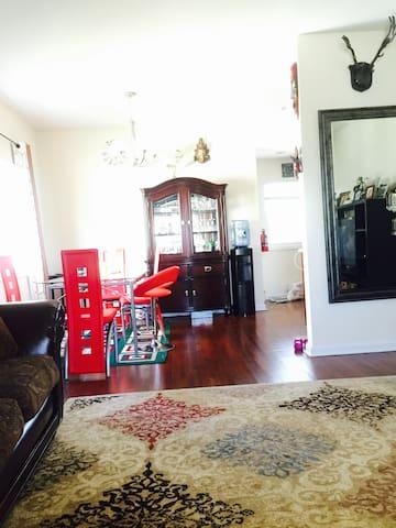 Sunny cozy bedrooms - Metuchen