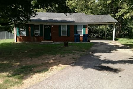 Entire 3 bedroom house.. Close to I 40