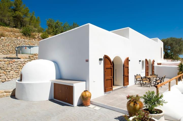 Casa Rural Sant Mateu• 8 ocupantes•Piscina Privada