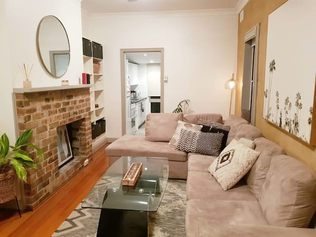 Queen room in Bondi Junction 2 bed Garden house