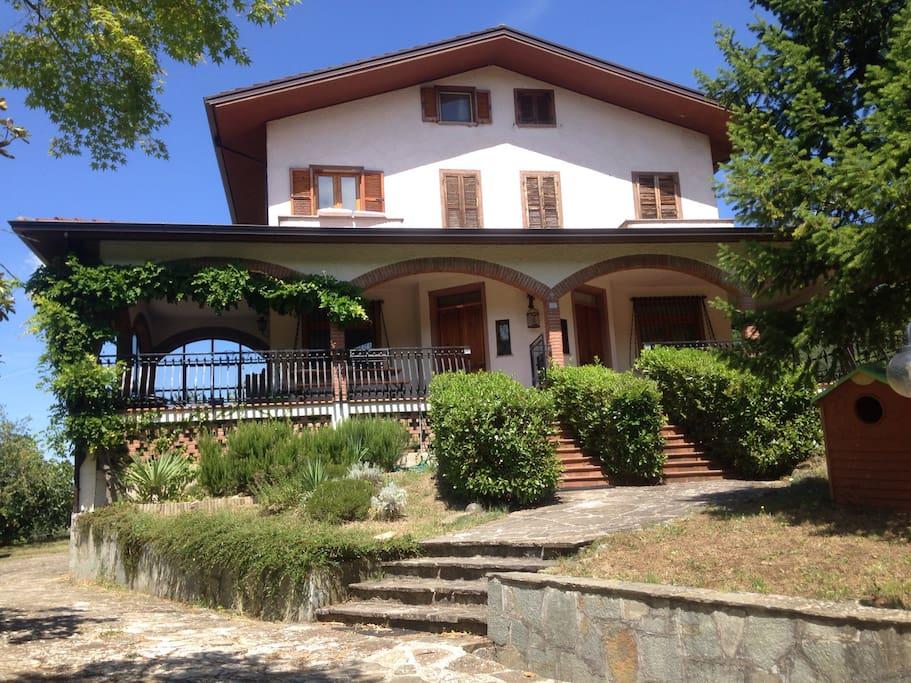 Villa in collina pace e relax ville in affitto a cognoli for Ville in collina