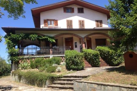 Villa in collina pace e relax - Cognoli - Villa