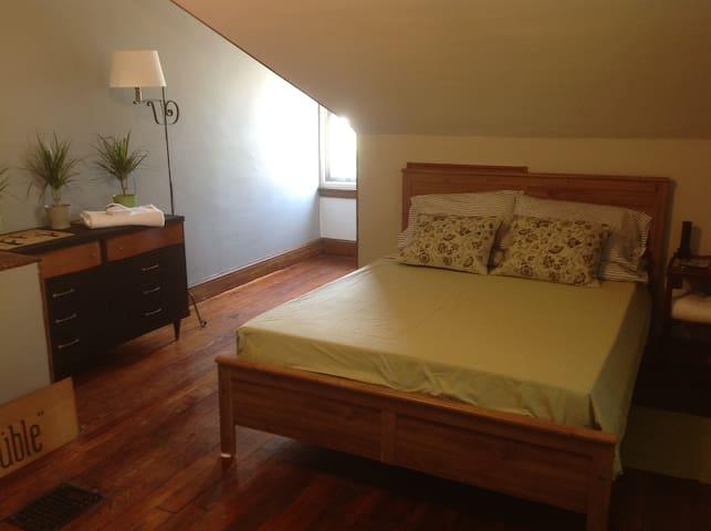 Large 3rd Floor Suite with seating - Philadelphia - Bed & Breakfast