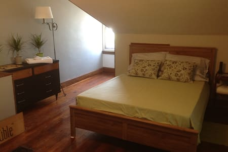 Large 3rd Floor Suite with seating - Philadelphia